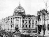 関東大震災で屋上ドームと1階から3階までの内部を焼失した横浜正金銀行本店の画像